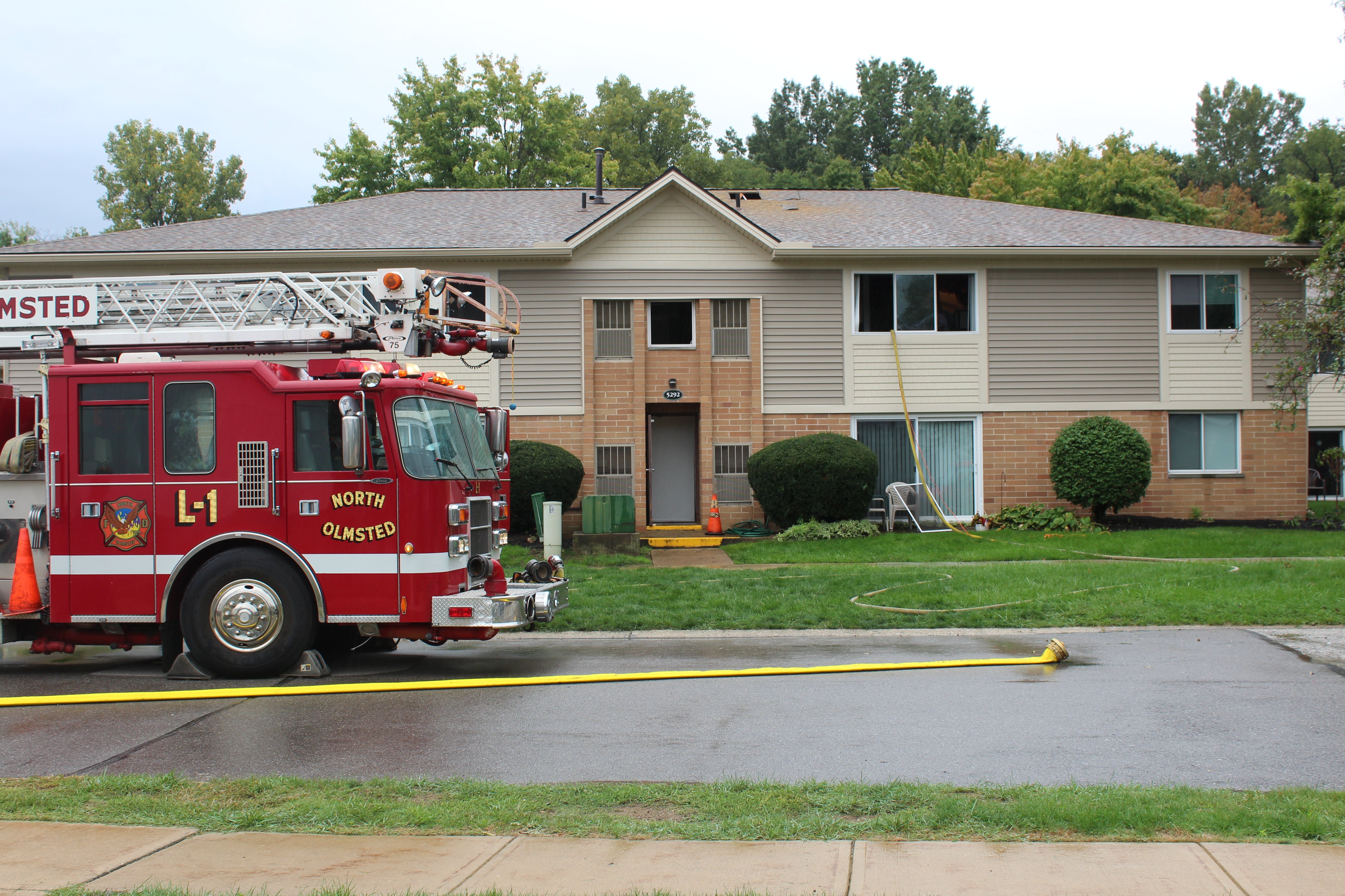 north-olmsted-ohio-fire-department-responding-to-apartment-fire-09-26-16