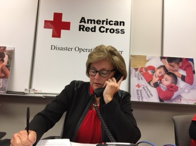 Kim Riley, Greater Cleveland chapter board member, speaks with a donor during the telethon